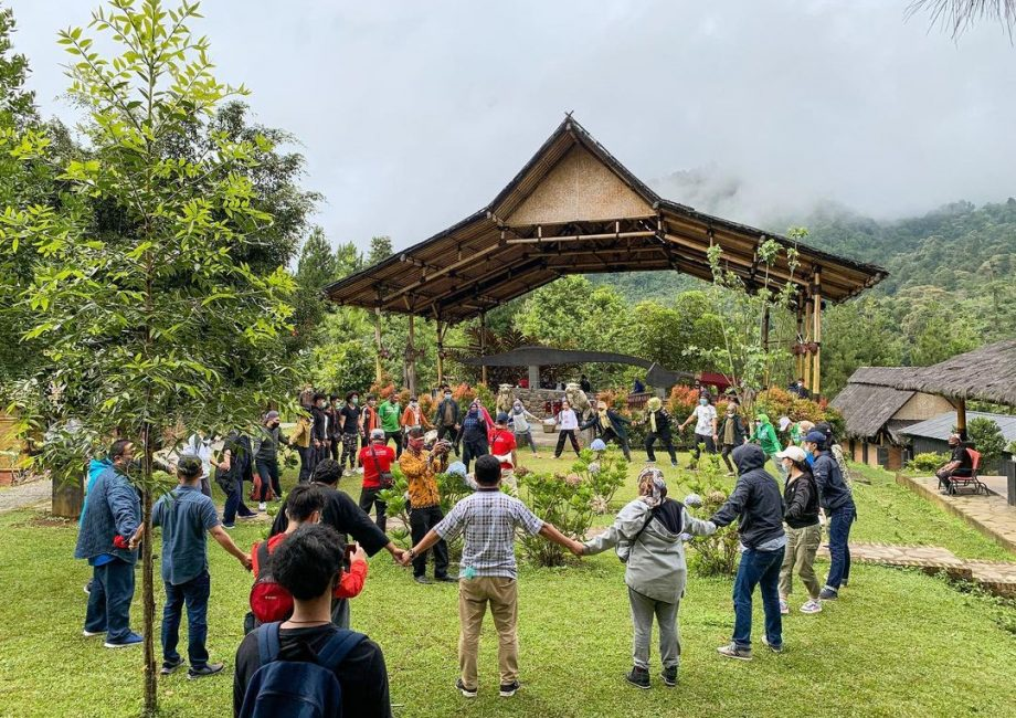 Kampung Budaya Sunda Paseban menjadi tempat destinasi peserta Farmtrip 2020