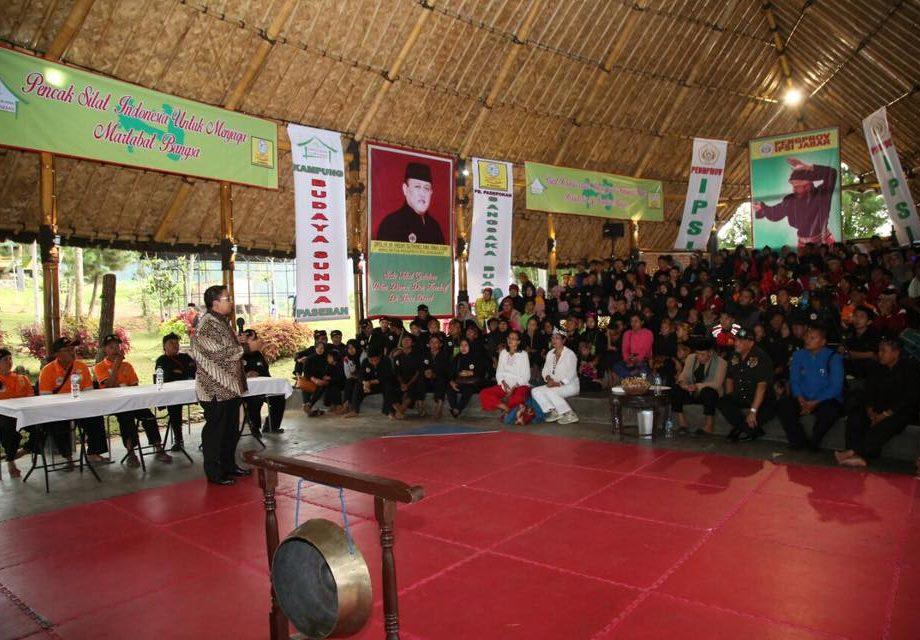 Pagelaran Di Kampung Budaya Sunda Paseban